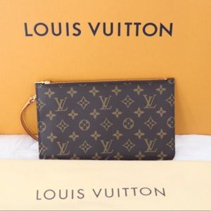 💎✨NEW WRISTLET✨💎Louis Vuitton Clutch